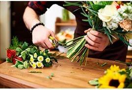 Как ухаживать за букетом роз? Срезанные цветы могут стоять неделю!