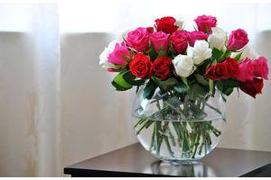 Как сохранить розы в вазе на долгое время? Краткое руководство для любителей.